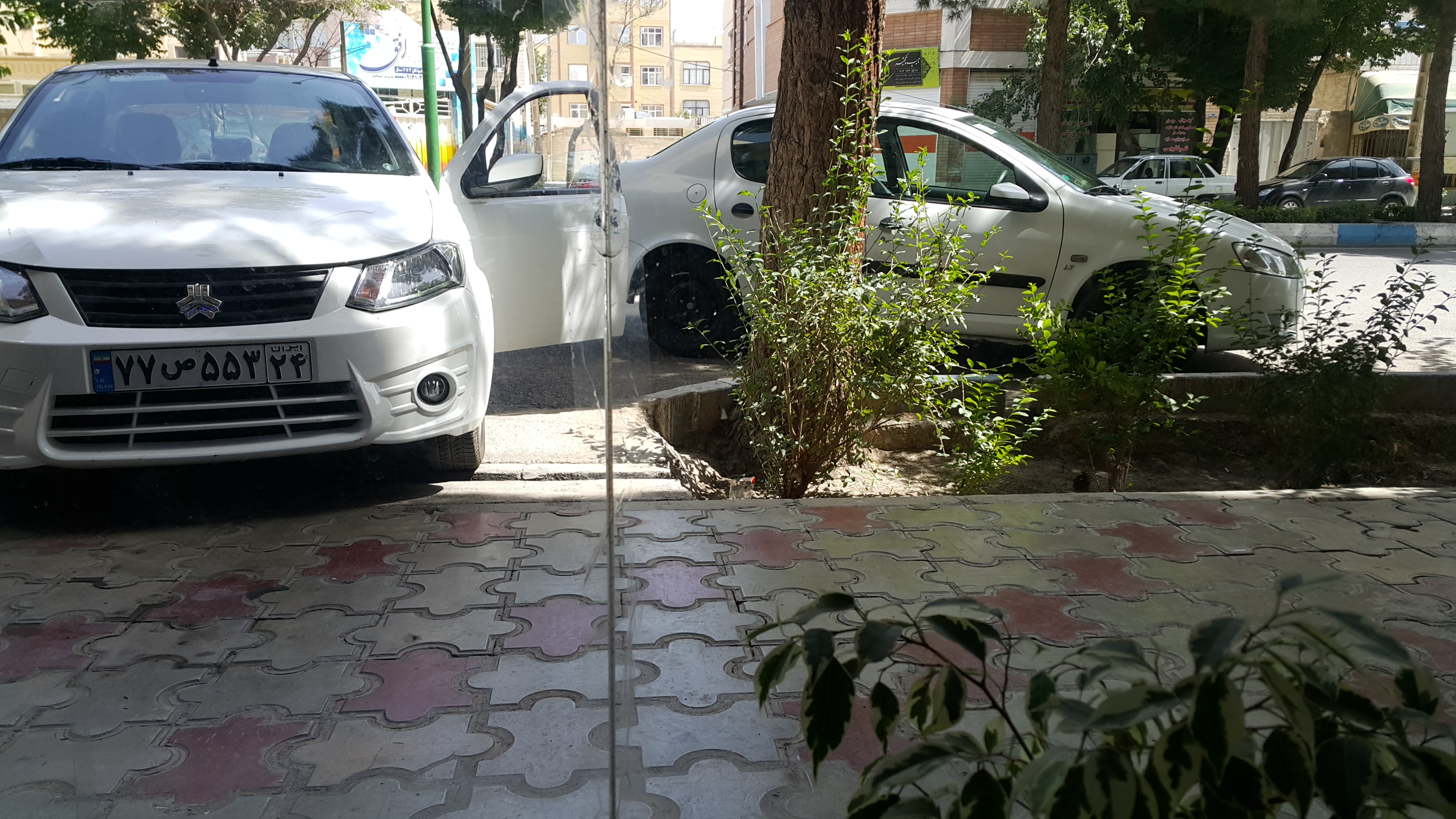 استخدام راننده با خودرو مدل بالا فقط از شاهین شهر
