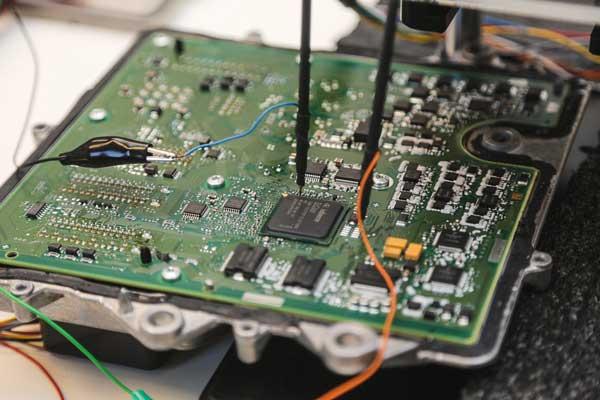 تعمیرات تخصصی انواع کامپیوتر خودرو و یونیت های جانبی