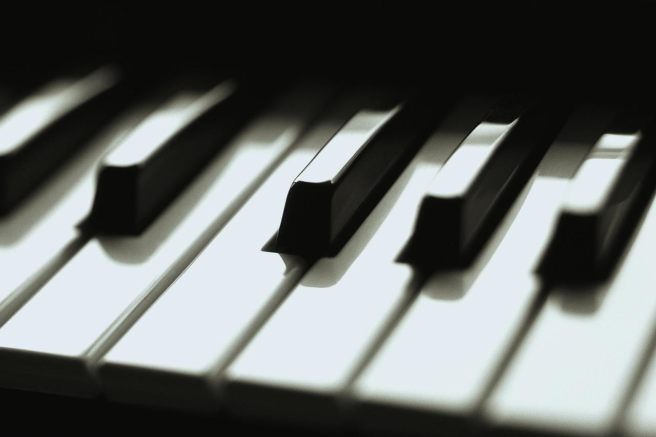 فروش ویژه پیانو دیجیتال قابل حمل برگمولر مدل P10
